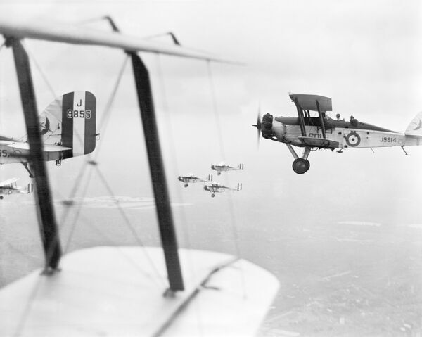 601 SQUADRON. Practice for an RAF display in June 1931. These aircraft are Westland Wapiti Mk.IIA bombers (in service 1928-1942). When the Indian Air Force was founded in 1933 the first four aircraft were the same model. Aerofilms Collection