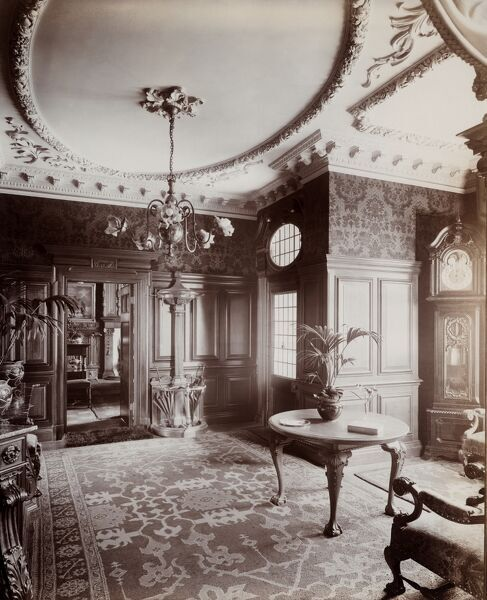 9 ARKWRIGHT ROAD, Hampstead, London. Interior of hall looking towards entrance. Photographed by Harry Bedford Lemere in 1905