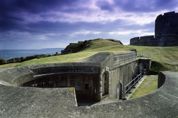 PENDENNIS CASTLE, Cornwall. The Moncrieff emplacement in Bell Bastion