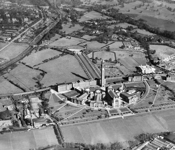 UNIVERSITY OF BIRMINGHAM, Edgbaston. The semi-circular radial plan of Chancellor's Court with the 1908 campanile tower at its focus forms the centrepiece of the university. Photographed here in September 1938, surrounded by open countryside