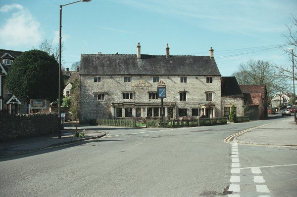 Early C18 public house in Nailswroth, Gloucestershire. IoE 354657