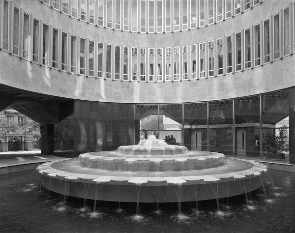 British Embassy Offices, 16 Calle Fernando El Santo, Madrid, Spain. Fountain in the courtyard, photographed in 1966 for the Ministry of Public Building and Works