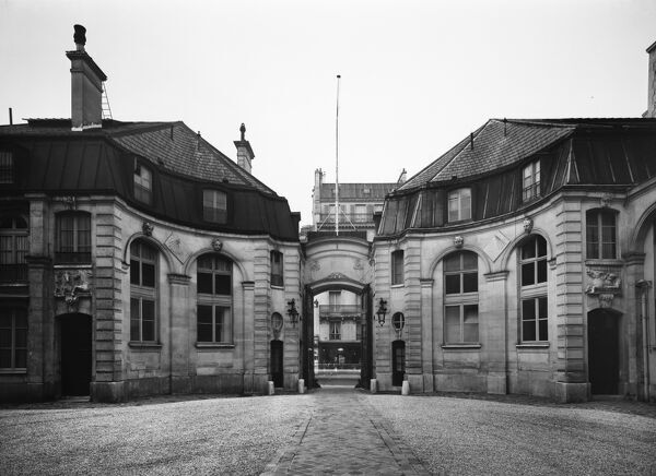 British Embassy (Hotel De Charost), 39 Rue De Fauborg Saint Honore, Paris, France. View from the street showing the courtyard entrance to the Hotel de Charost. Photographed in 1964 for the Ministry of Public Building and Works