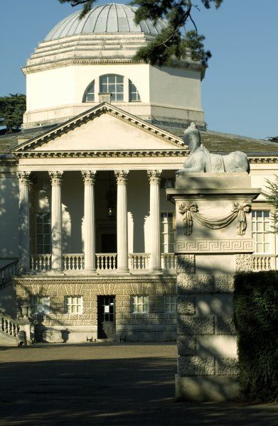 CHISWICK HOUSE, London. Front of the house with sphinx on one of the gate piers