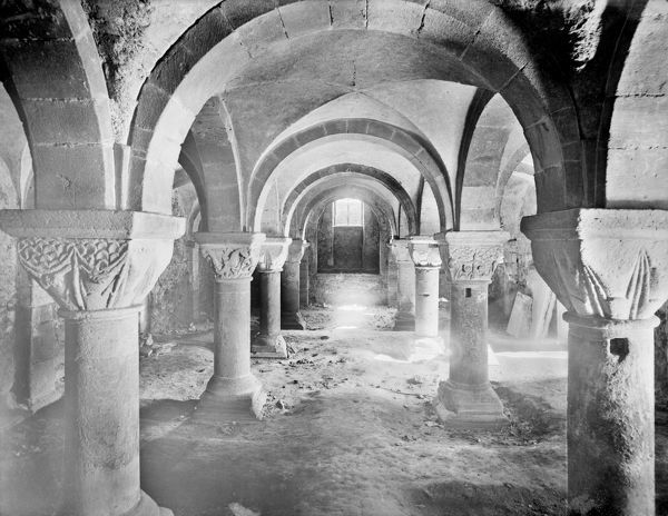 St Peter in the East Church, Oxford, Oxfordshire. The Norman crypt interior (c.1130-40), showing the groin vaults and five bays with decoratively carved captials including foliage and figures