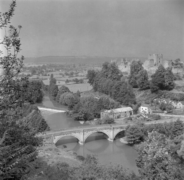 DINHAM BRIDGE, Ludlow, Shropshire. General view from an elevated position showing the River Teme in the foreground