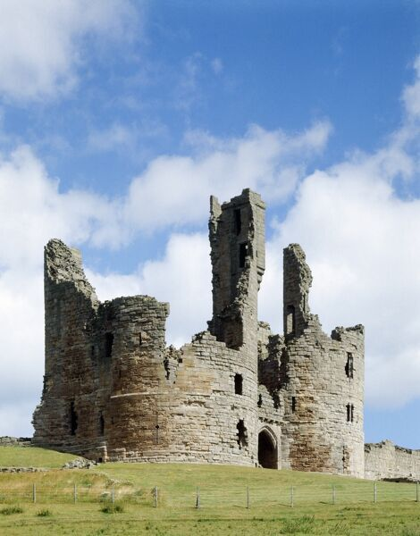 DUNSTANBURGH CASTLE, Northumberland. The gatehouse from the south