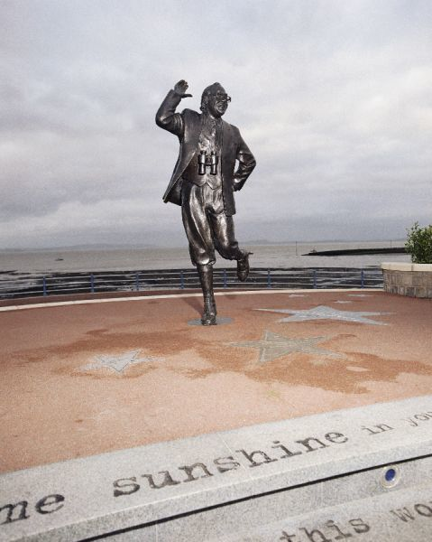 MORECAMBE, Lancashire. Statue of Eric Morecambe by Graham Ibbeson