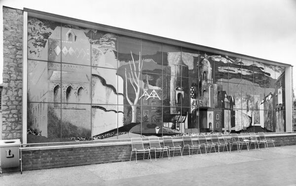 Festival of Britain, South Bank, Lambeth, London. The Homes and Gardens Pavilion, with 'The Englishman's Home', a mural by John Piper on the southern facade. Photographed in 1951