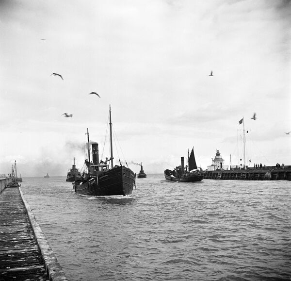 GREAT YARMOUTH, Norfolk. Fishing boats entering the harbour mouth. Photographed by Hallam Ashley in November 1947