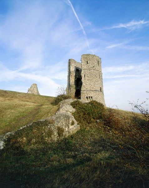 HADLEIGH CASTLE, Essex. View looking towards one of the circular towers