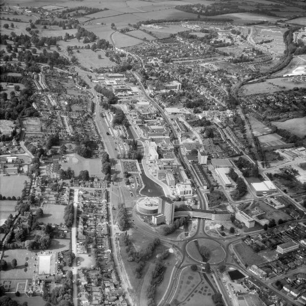 Hemel Hempstead, Hertfordshire. The town centre and Hemel Water Garden (GD 5346). Photographed in July 1964. Aerofilms Collection