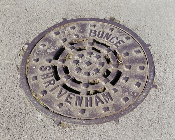 Swindon, Wiltshire. A drain cover plate made by Bunce of Shrivenham