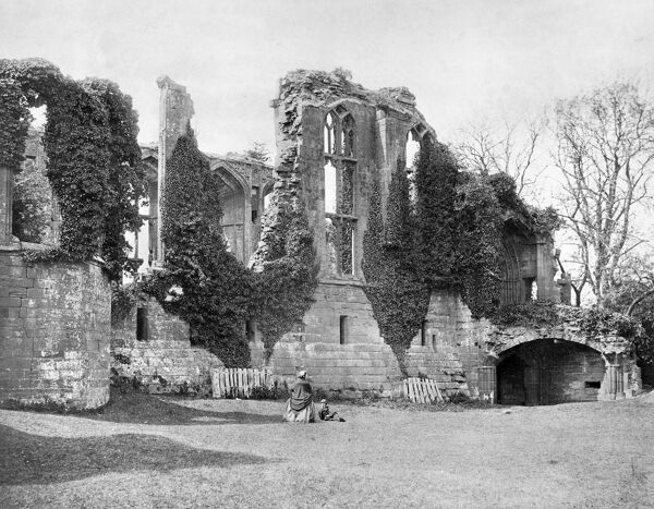 KENILWORTH CASTLE, Warwickshire. Victorian visitors in front of an ivy covered Great Hall. Photographed by Francis Bedford c. 1870