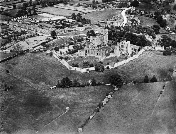 KENILWORTH CASTLE, Warwickshire. Aerial view of the castle. Photographed in 1920. This image is taken from a copy negative. Aerofilms Collection (see Links)