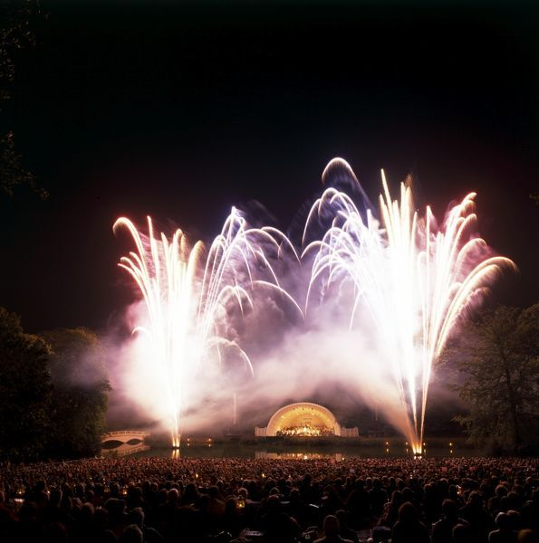 "KENWOOD HOUSE, London. Concert ""Last Night of the Kenwood Proms"". View across audience towards bowl and fireworks. 29th August 1998"