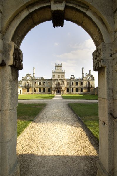 KIRBY HALL, Northamptonshire. View from north gate of the forecourt to north elevation