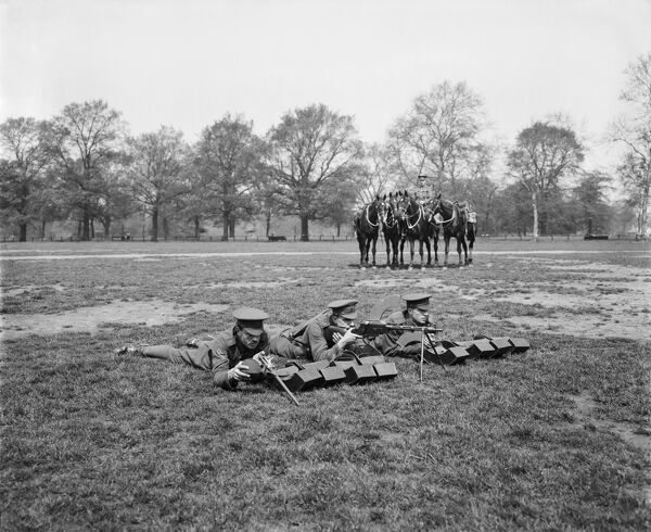 British cavalrymen from the 1st Life Guards with a Madsen Machine Rifle