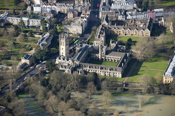 Magdalen College, Oxford. Aerial photograph taken in February 2013. SP5206/58