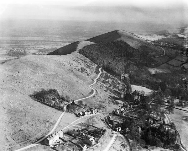 MALVERN HILLS, Herefordshire and Worcestershire. Aerial view looking south at Upper Colwall. Jubillee Drive winds through a plantation along the western side of the ridge. Photographed in 1921. Aerofilms Collection (see Links)