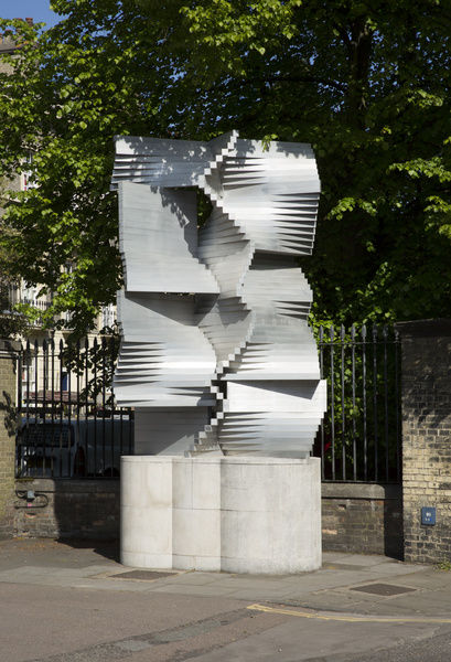 Department of Engineering, Cambridge University, Trumpington Street, Cambridge. Construction in Aluminium sculpture by Kenneth Martin. View from south east. Photographed by Patricia Payne, 2015