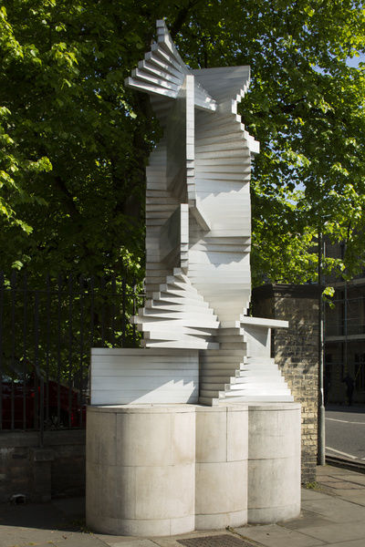 Department of Engineering, Cambridge University, Trumpington Street, Cambridge. Construction in Aluminium sculpture by Kenneth Martin. View from south. Photographed by Patricia Payne, 2015