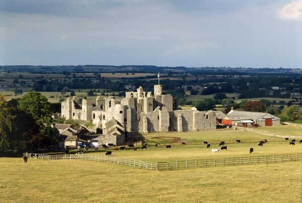 MIDDLEHAM CASTLE, North Yorkshire. General view of the castle from the South West