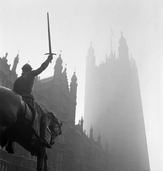 PALACE OF WESTMINSTER, London. A view from Old Palace Yard adjacent to the Houses of Parliament in Westminster, looking up through the mist past Marochetti's equestrian sculpture of King Richard I with his sword held aloft, and on towards