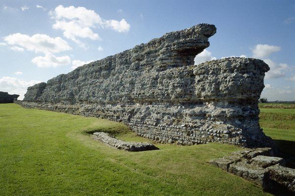 RICHBOROUGH ROMAN FORT, Kent. View along the internal face of the north wall