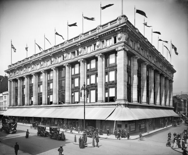 SELFRIDGES DEPARTMENT STORE, Oxford Street, London. Selfridge's Department Store in Oxford Street is photographed here soon after it opened in 1909. Photographed by Harry Bedford Lemere in May 1909