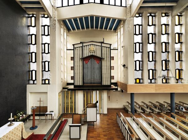 St Paul, College Square, Harlow, Essex. Interior view of chancel with organ