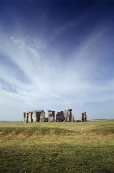 STONEHENGE, Wiltshire. Early morning view of stones