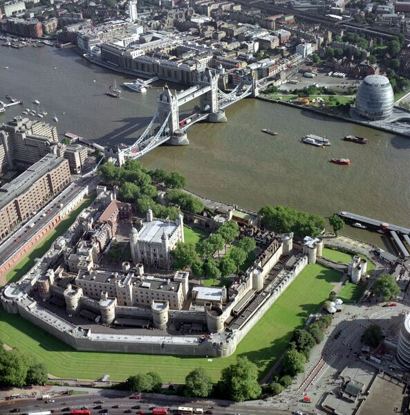 TOWER OF LONDON, TOWER BRIDGE & GREATER LONDON AUTHORITY BUILDING, London