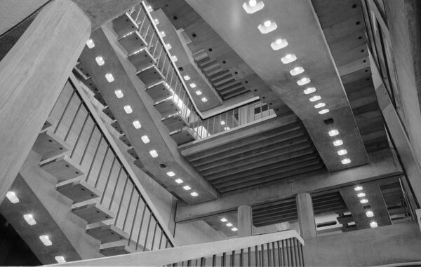 UNIVERSITY CENTRE, Granta Place, Cambridge, Cambridgeshire. Interior view. A view up the stairwell in the University Centre. It was built by Howell, Killick, Partridge & Amis in 1964-7. Photographed by Eric de Mare between 1967 and 1980