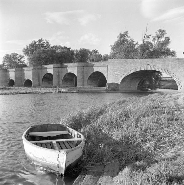 WANSFORD OLD BRIDGE, Wansford, Cambridgeshire. View of the Wansford Old Bridge. It was originally built in 1571 and was altered in the 17th and 18th centuries. Photographed by Eric de Mare. Date range: 1945 - 1980