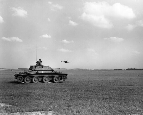 A13 Covenanter tank; the crew watching a Curtiss Tomahawk, 1942