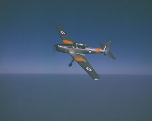 de Havilland Chipmunk T.10 (WB550) in flight near Hatfield, 29 September 1949