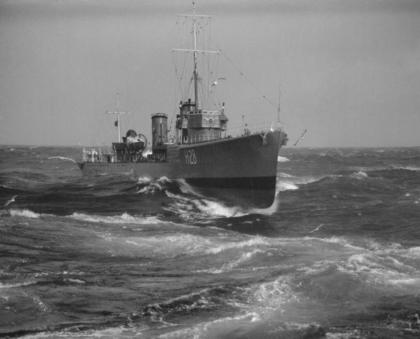 Admiralty S Class Destroyer HMS Sturdy (H28) in a heavy sea, 1935