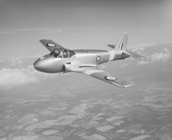 Hunting Percival Jet Provost T.1 XD674 in flight from Luton Airport, 25 August 1954