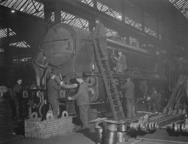 Overhauling a Southern Railway Schools Class 4-4-0 locomotive at Eastleigh Locomotive Works