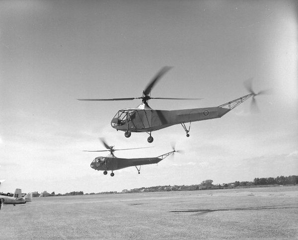 Sikorsky Hoverfly I helicopters at RNAS Lee-on-Solent air display, 25 June 1947