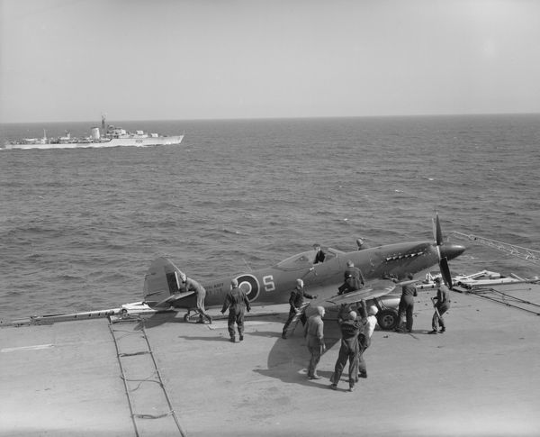 Supermarine Seafire F.17 (SX138) of 807 Squadron on board HMS Vengeance, with Battle Class Destroyer HMS Cadiz in the background, May 1947