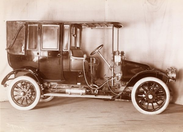 Autos, Brewster, auto bodies. Automobile with body by Brewster, presumably a 1907 Renault