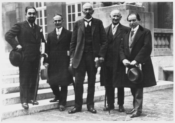 Richet (centre) and colleagues at the third International Congress of Psychical Research, held at Paris