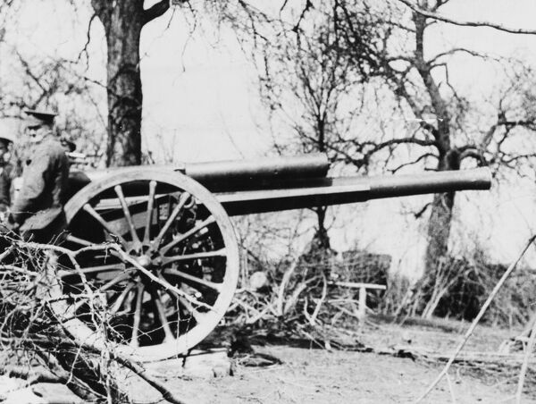 A 60 pounder gun of the 6th Division Artillery covering the 2nd Argyll and Sutherland Highlanders, 19th Brigade, 6th and 27th Divisions in the Bois Grenier Sector on the Western Front in France during World War I in 1915