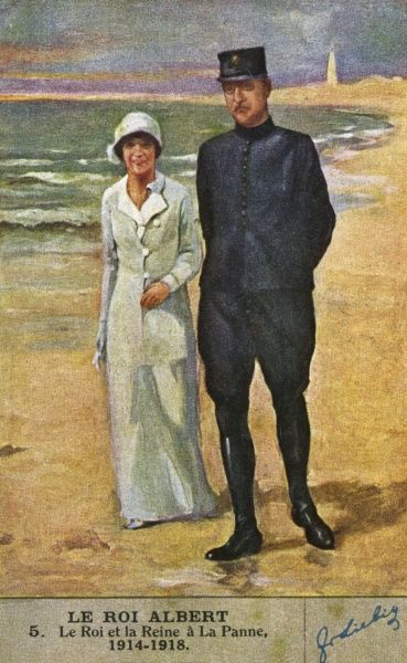 ALBERT I with queen Elisabeth walking on the sands at La Panne, in the only part of Belgium not occupied by the Germans. They refused to flee to another country. Date: 1875 - 1934