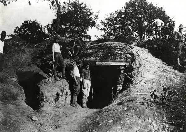 American troops outside a dugout nicknamed Devil's Den, on the western front in northern France during the First World War. Date: early 1918