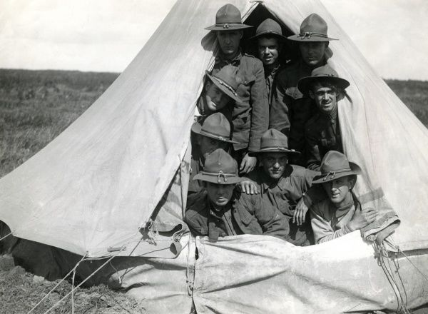 American troops in a tent at Boisleux-au-Mont, northern France, during the First World War. Date: 2 September 1917