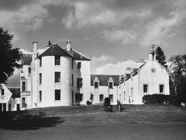 ANNIE LAURIE Maxwelton House, Dumfries- shire, Scotland, the birthplace of Annie Laurie in 1682, after whom a famous Scottish ballad was named