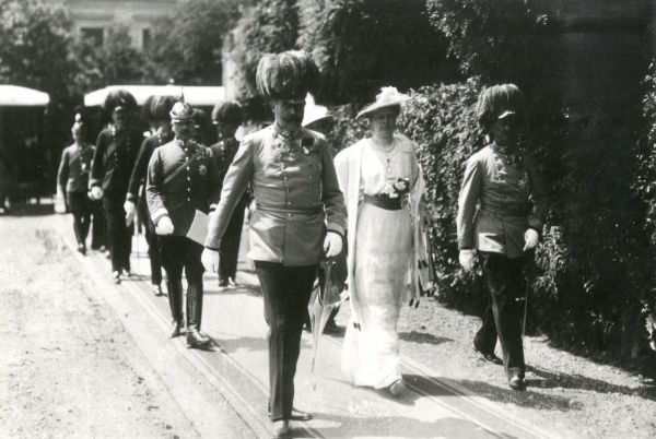 Archduke Franz Ferdinand and his wife walking along with others in Sarajevo before their assassination. Date: 28 June 1914